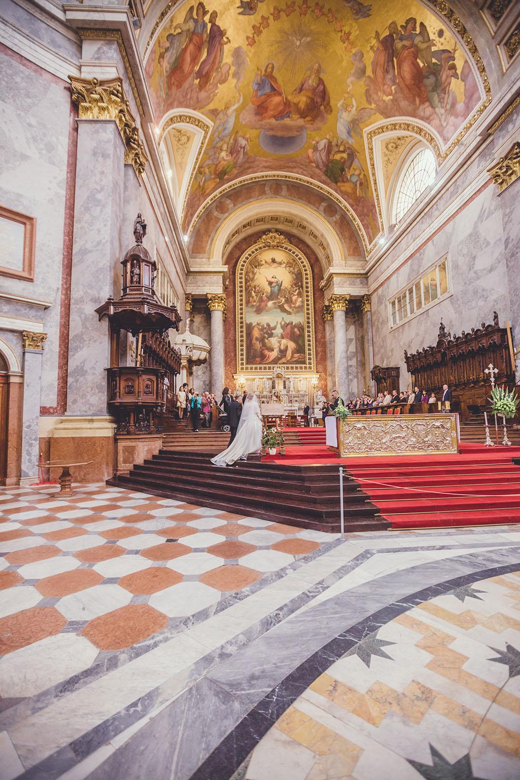 templomi esküvő
